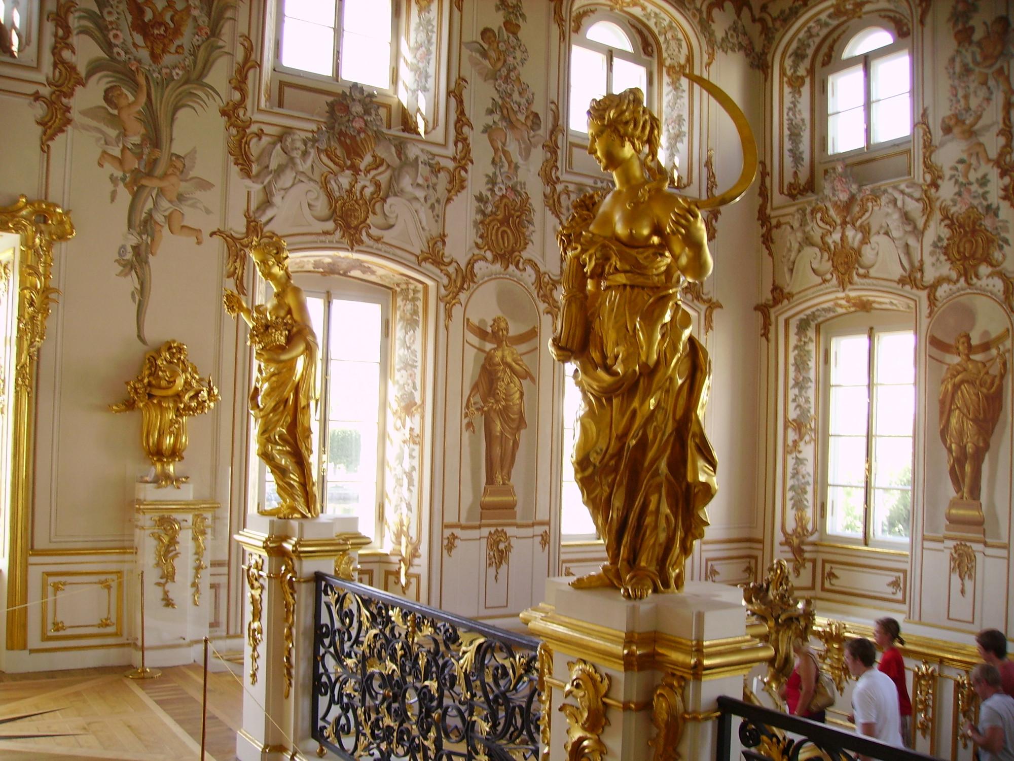 Парадная лестница Большого дворца Петергоф. Аллегории Лета и Весны